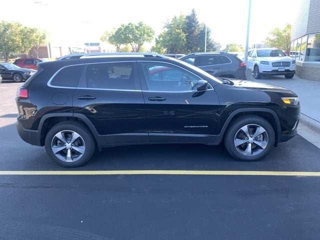 Used 2019 Jeep Cherokee Limited with VIN 1C4PJMDX8KD323590 for sale in Apple Valley, Minnesota